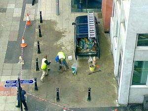 Click image for larger version  Name:never_mind_the_bollards.jpg Views:209 Size:33.2 KB ID:13345