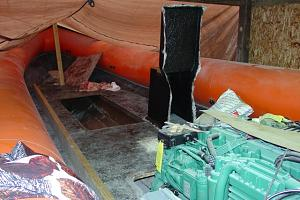 Click image for larger version  Name:5_hull tank hole & engine-640.jpg Views:748 Size:67.7 KB ID:137