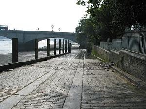 Click image for larger version  Name:slipway-at-putney.jpg Views:231 Size:167.7 KB ID:1515