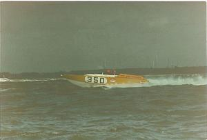 Click image for larger version  Name:unknown powerboat.jpg Views:264 Size:28.3 KB ID:19221